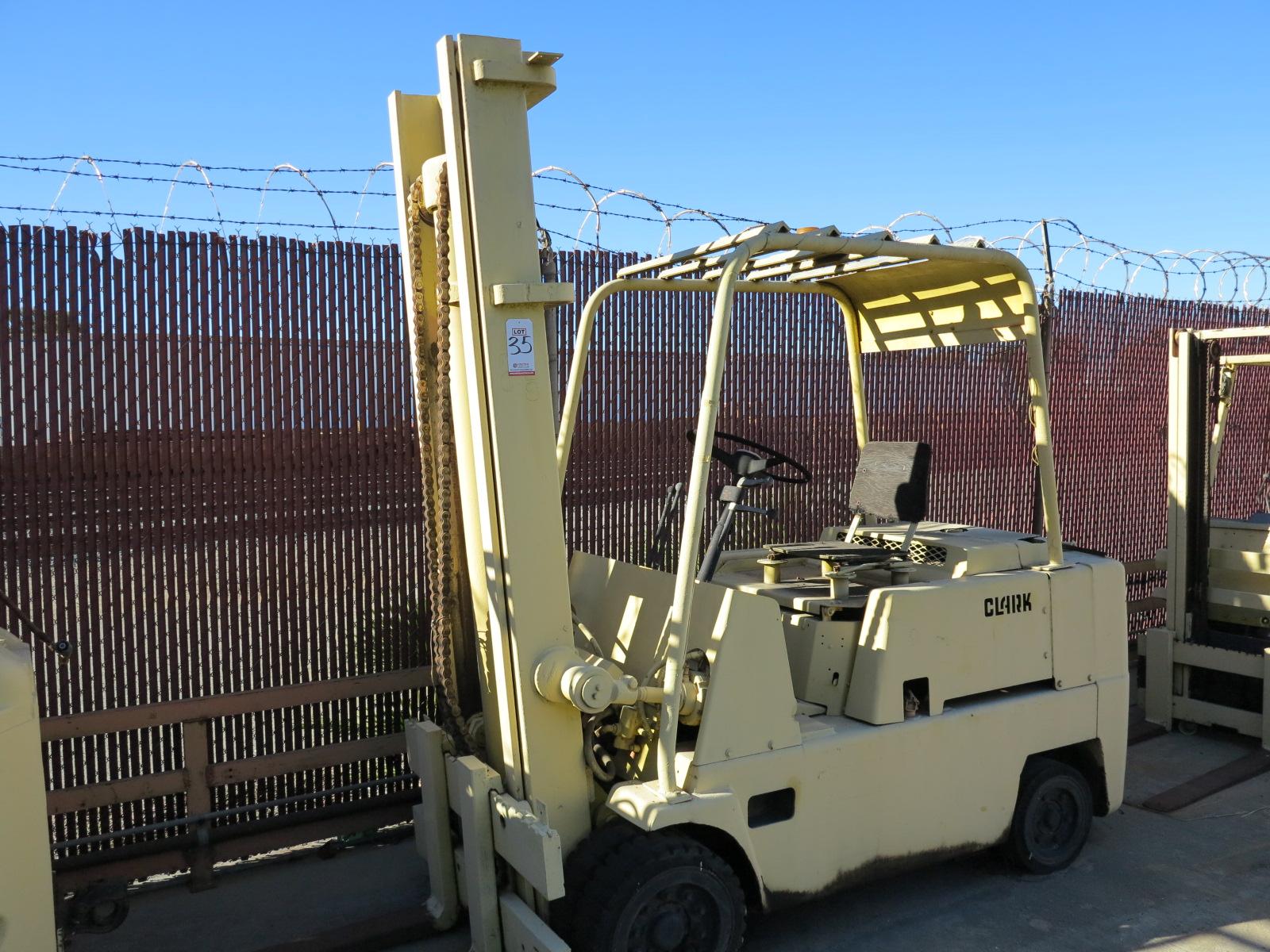 Lot 35 - CLARK 10,000 LB LP FORKLIFT, S/N C100-6-940-368, OUT OF SERVICE