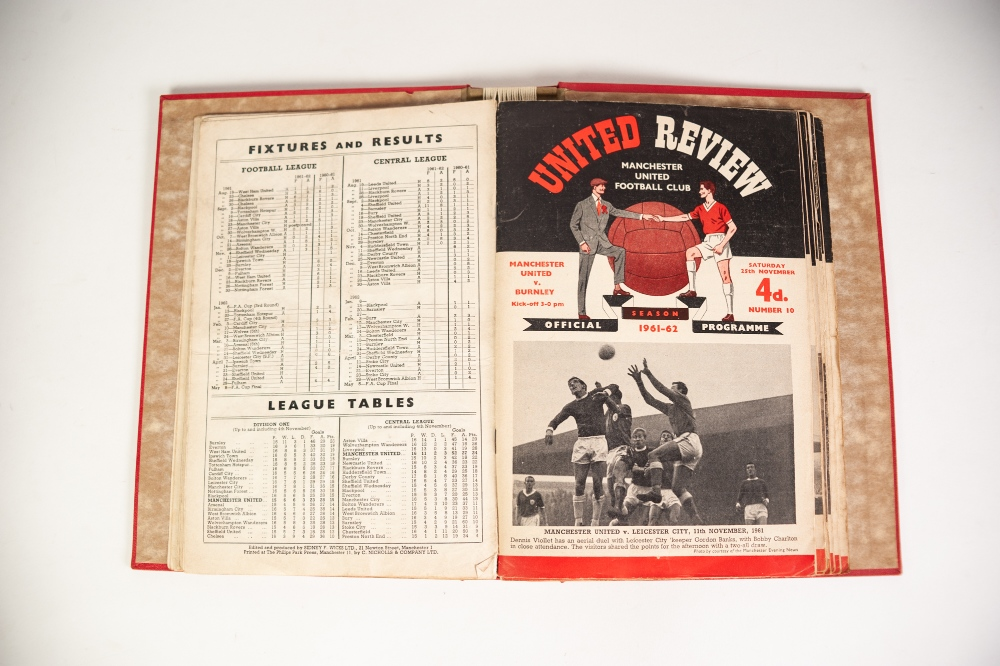 Lot 100 - TEN UNITED REVIEW PROGRAMME HOLDER SEASON 1960/61 TO 1979/70
