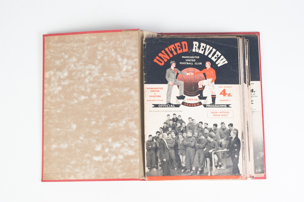 Lot 101 - 1957/58 UNITED REVIEW PROGRAMME HOLDER with 20 programmes to include the Sheffield Wednesday match