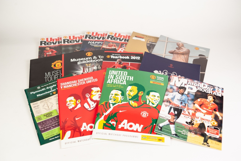 MANCHESTER UNTIED 29 HOME PROGRAMMES 2012-13, 28 AWAY PROGRAMMES Barcelona v Manchester United - Image 2 of 4
