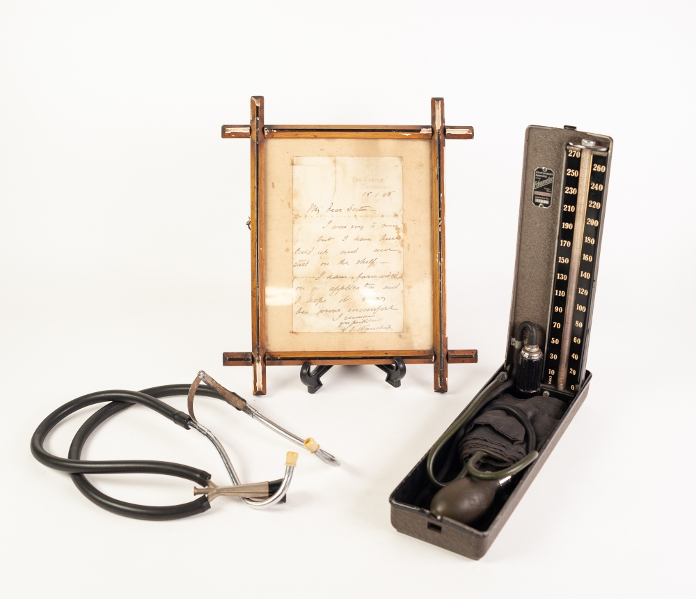 Lot 229 - A WOODEN BOXED BLACK JAPANNED METAL OPTICAL INSTRUMENT