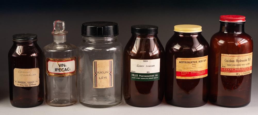 Lot 262 - A SELECTION OF GLASS PHARMACY JARS