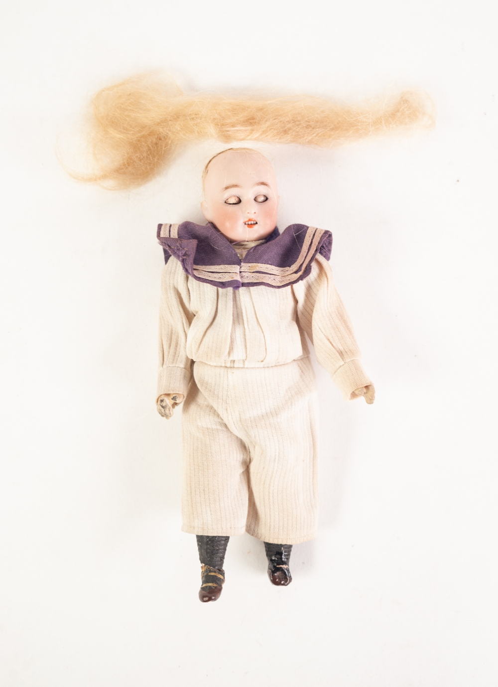 Lot 322 - A SMALL HARTMANN D.E.P. BISQUE HEAD 'GLOBE BABY' DOLL in original sailors clothing, composition body