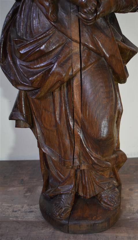 Lot 199 - Vierge à l'Enfant, statue en chêne sculpté, H. 95 cm ; L. 40 cm, XVIIIe siècle -