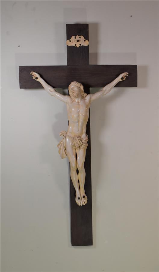 Lot 196 - Christ d'autel en ivoire sculpté, XIXe, H. 63 cm -