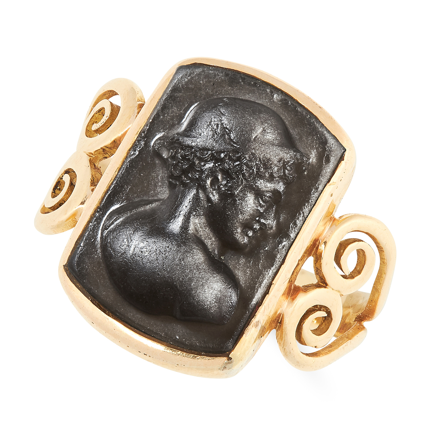 AN ANTIQUE HARDSTONE CAMEO RING, 1903 in 18ct yellow gold, set with a carved cameo depicting a
