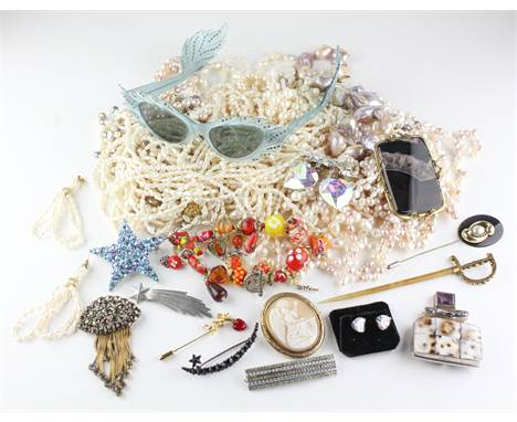 A large collection of costume jewellery to include nine brooches, A large abstract pendant, A glass beaded bracelet, A hat pi