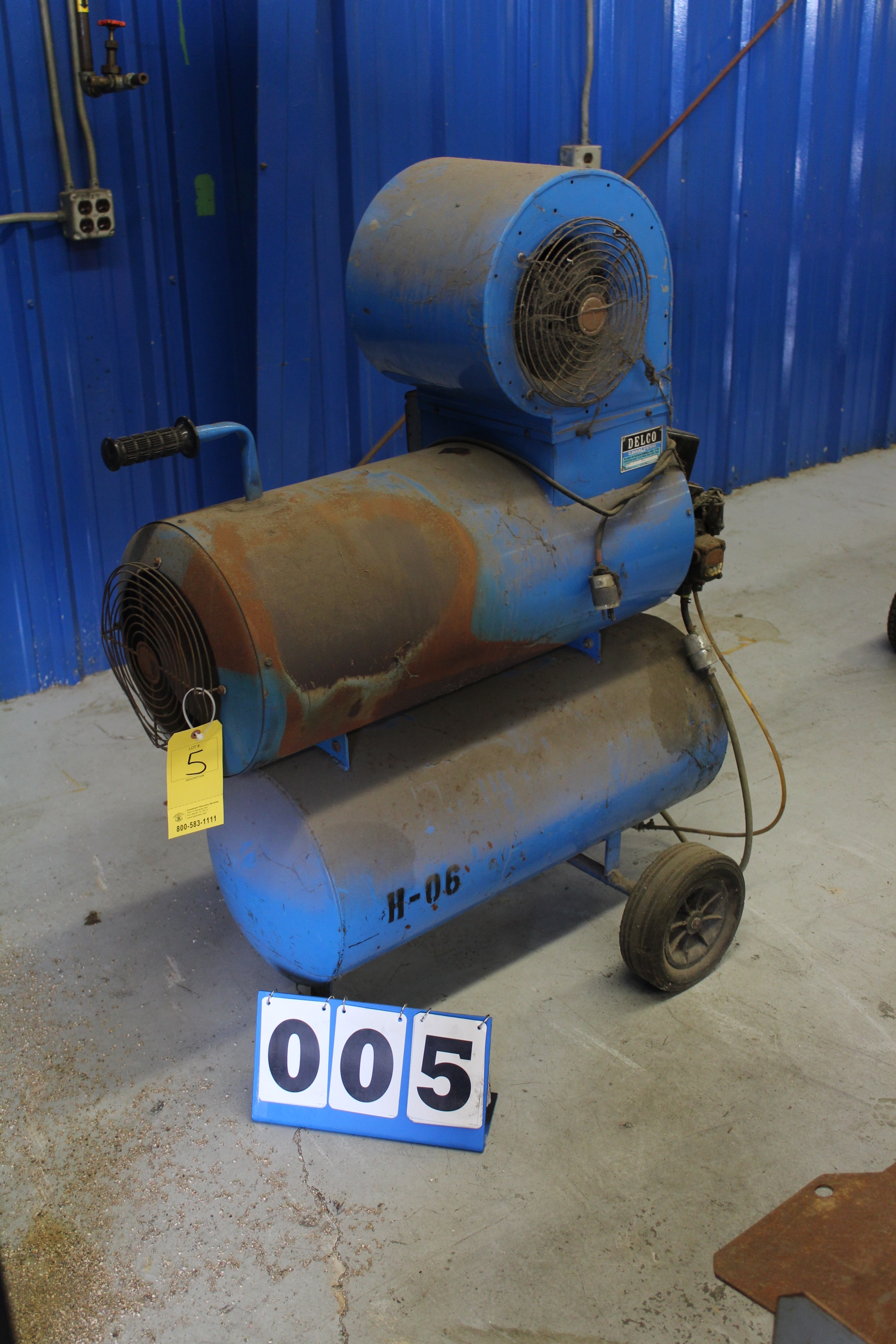 Lot 5 - DELCO CLEANING SYSTEM MDL:000200, PORTABLE