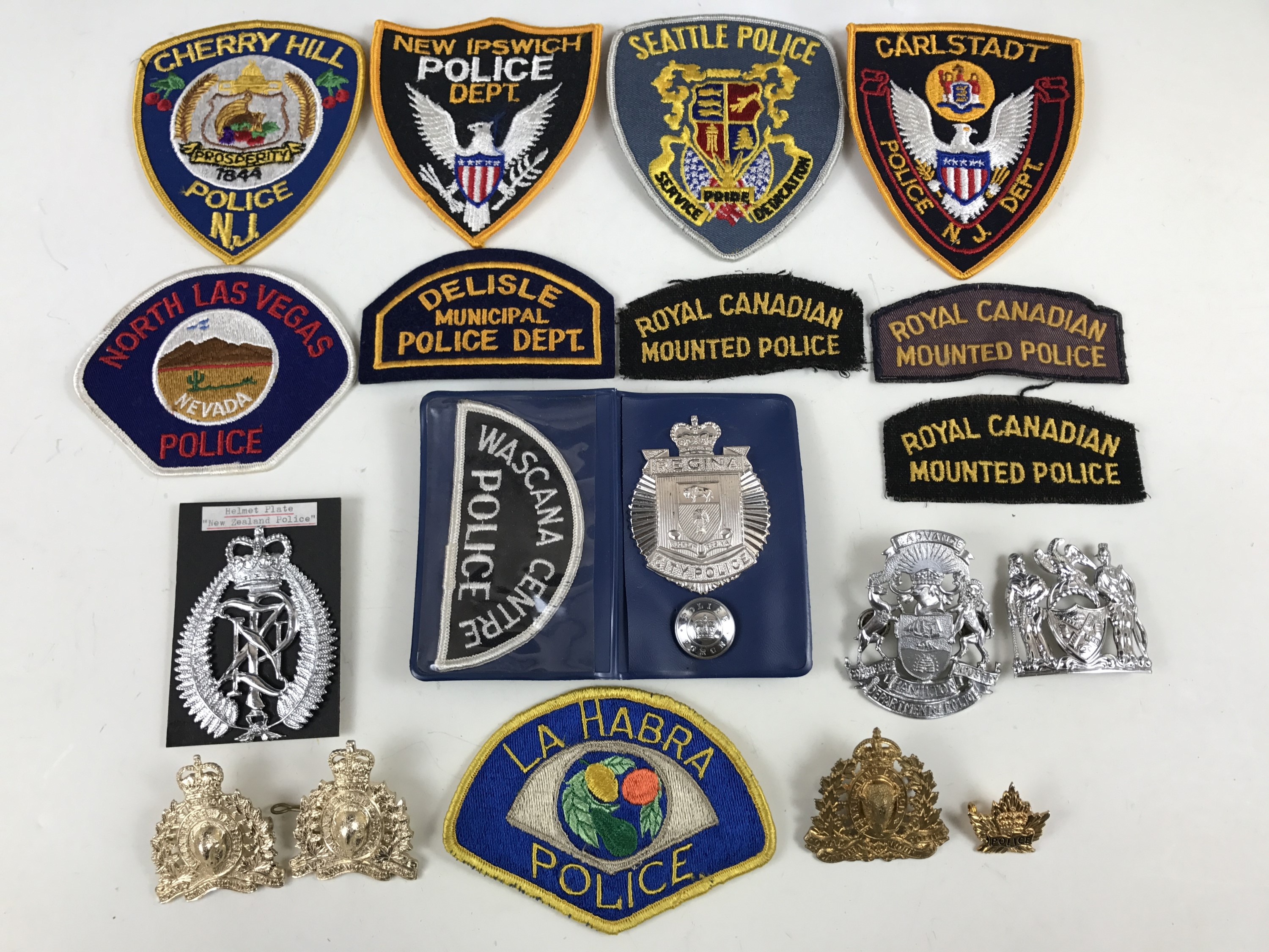 Lot 40 - A quantity of Canadian and US police badges