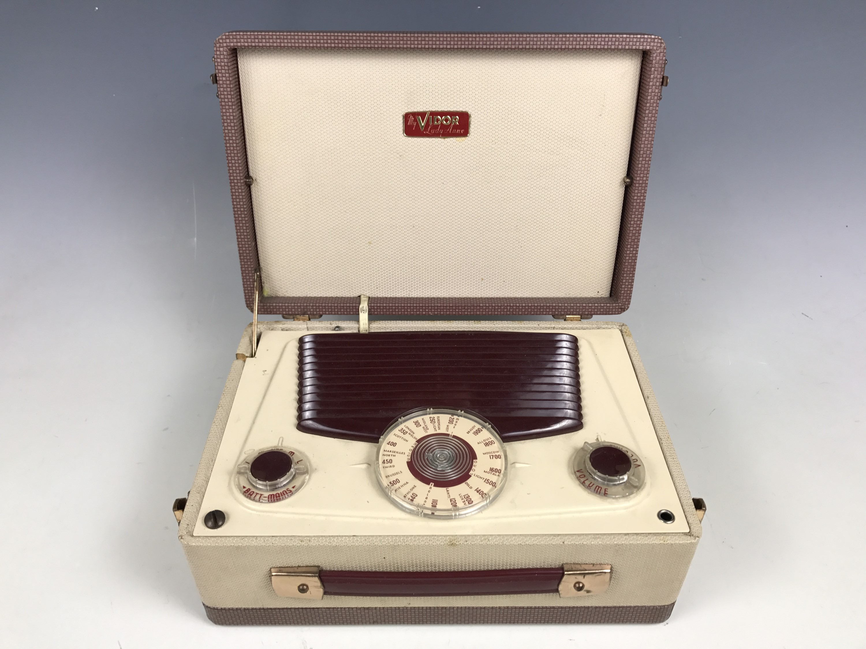 Lot 9 - A 1950s Vidor My Lady Anne radio
