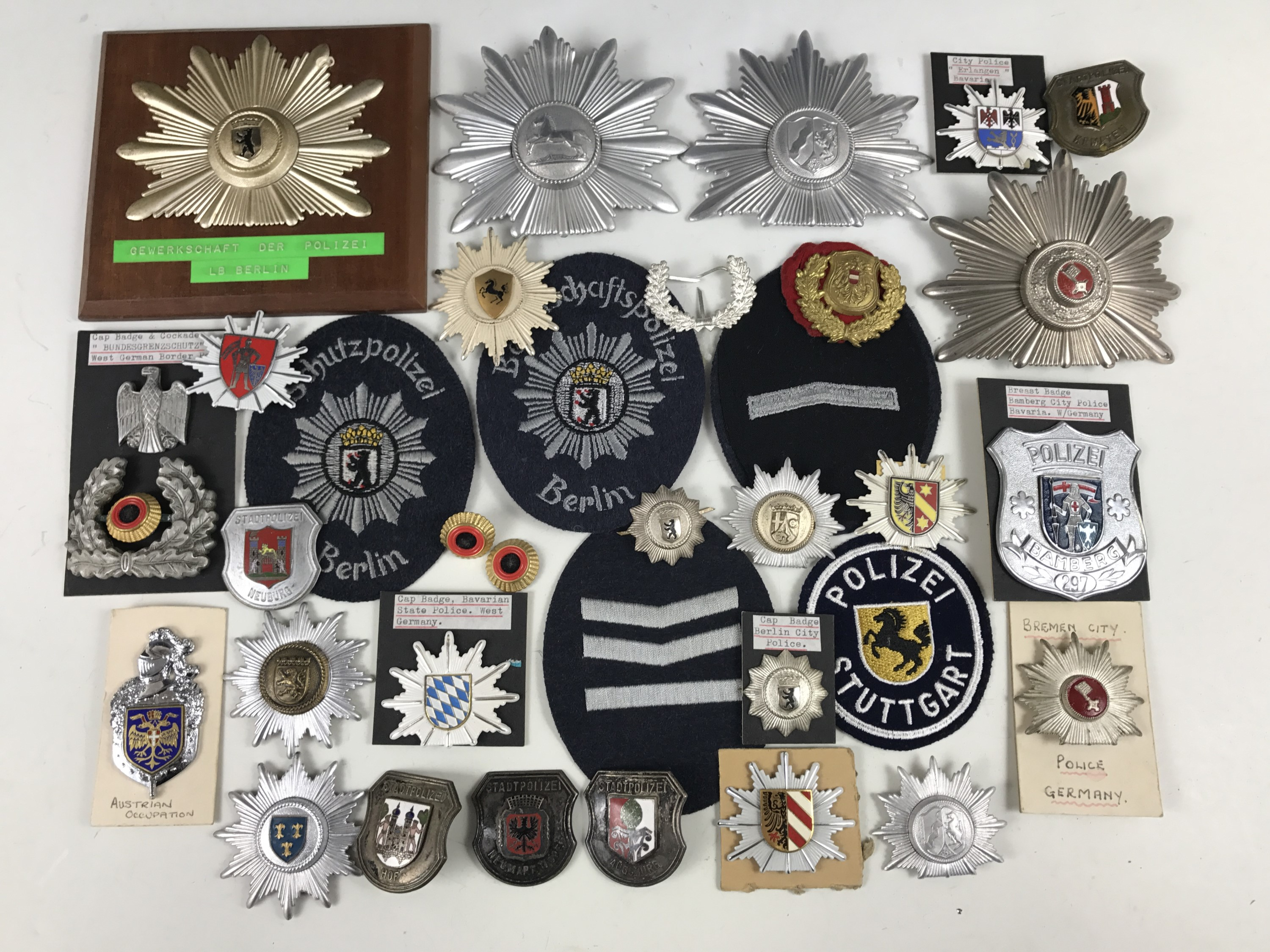 Lot 41 - A large quantity of German police badges