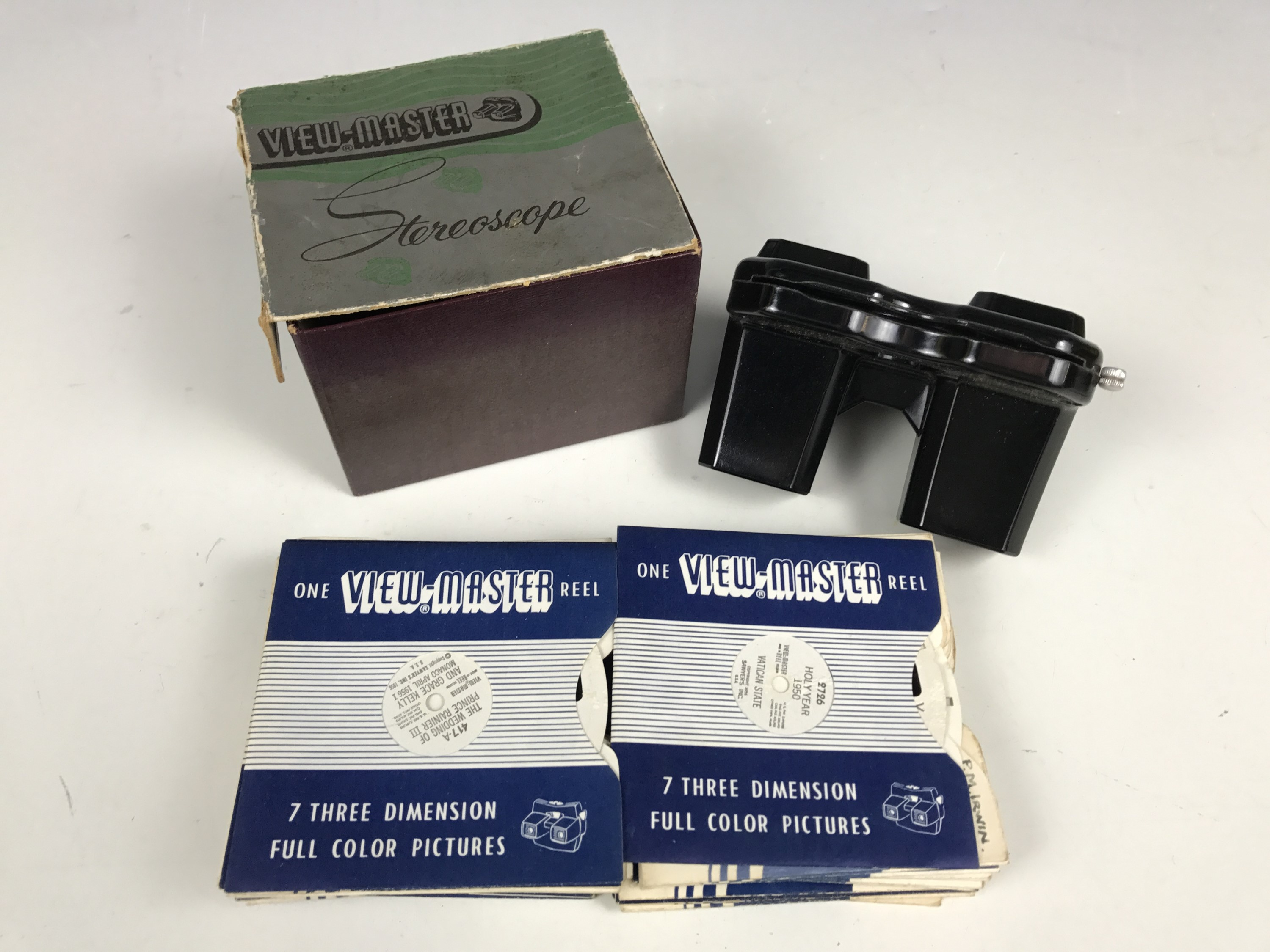 Lot 27 - A Viewmaster with sundry slides