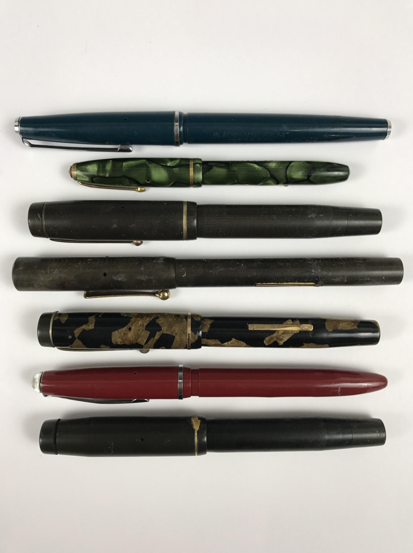 Lot 20 - A quantity of fountain pens