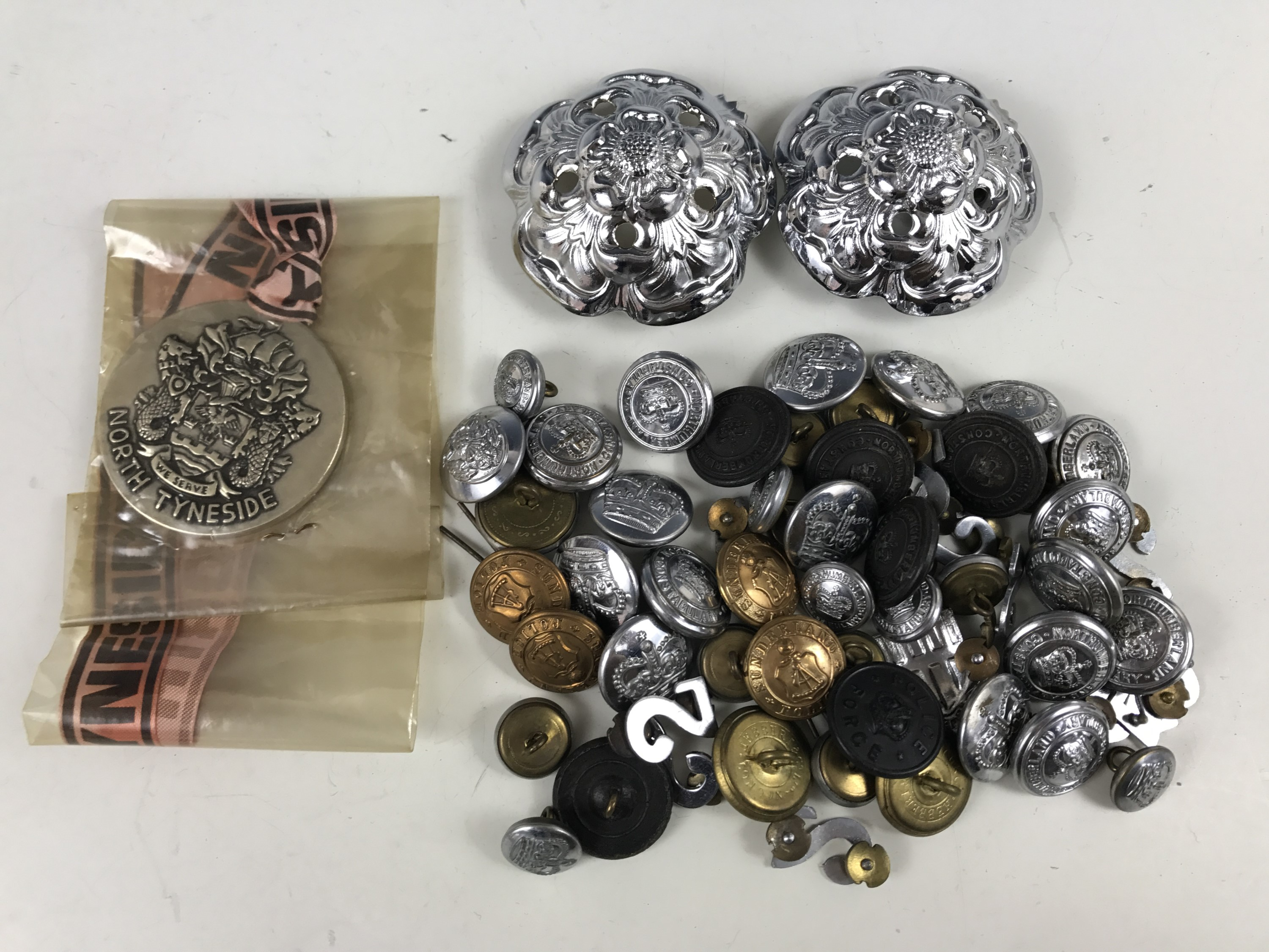 Lot 42 - A quantity of police insignia, buttons etc