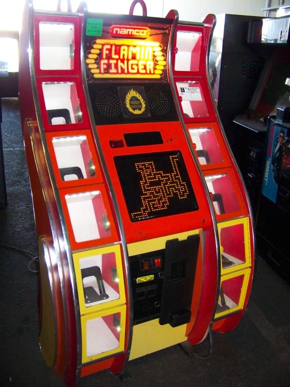 Lot 25 - FLAMIN FINGER INSTANT PRIZE REDEMPTION GAME NAMCO