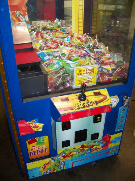 """30"""" CHOCOLATE FACTORY CANDY CLAW CRANE I.C.E. - Image 4 of 5"""