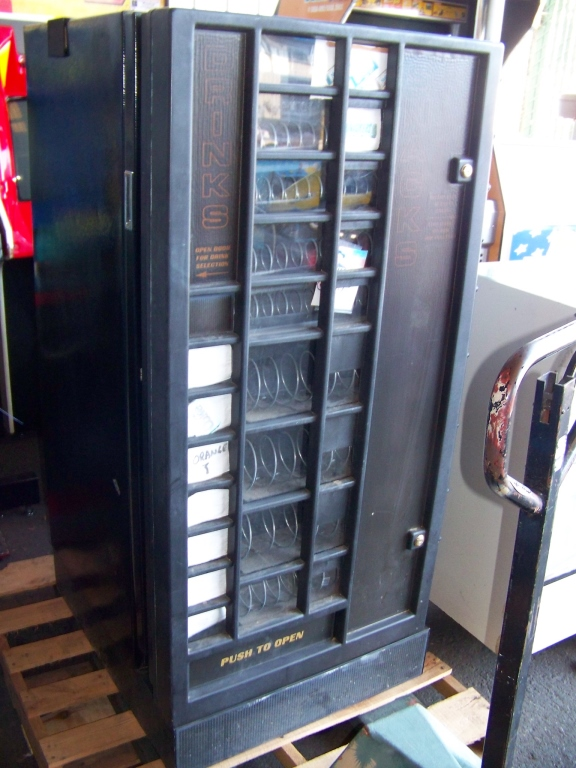 Lot 50a - UPRIGHT VENDING MACHINE SNACKS & DRINKS