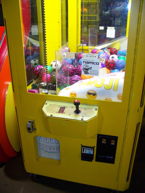 "30"" SMART CLEAN SWEEP YELLOW PLUSH CRANE MACHINE - Image 3 of 5"