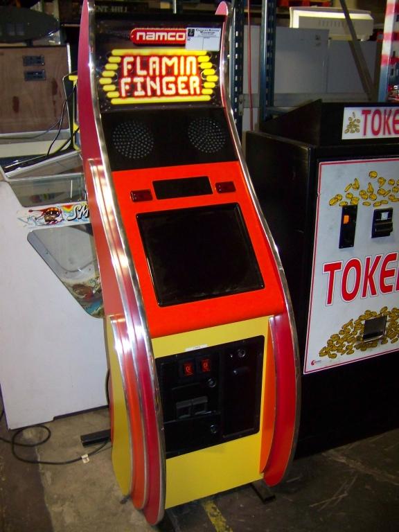 Lot 16 - FLAMIN FINGER TICKET REDEMPTION GAME NAMCO SE