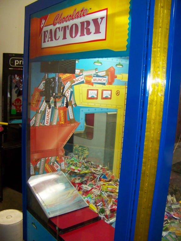 """30"""" CHOCOLATE FACTORY CANDY CLAW CRANE I.C.E. - Image 5 of 5"""