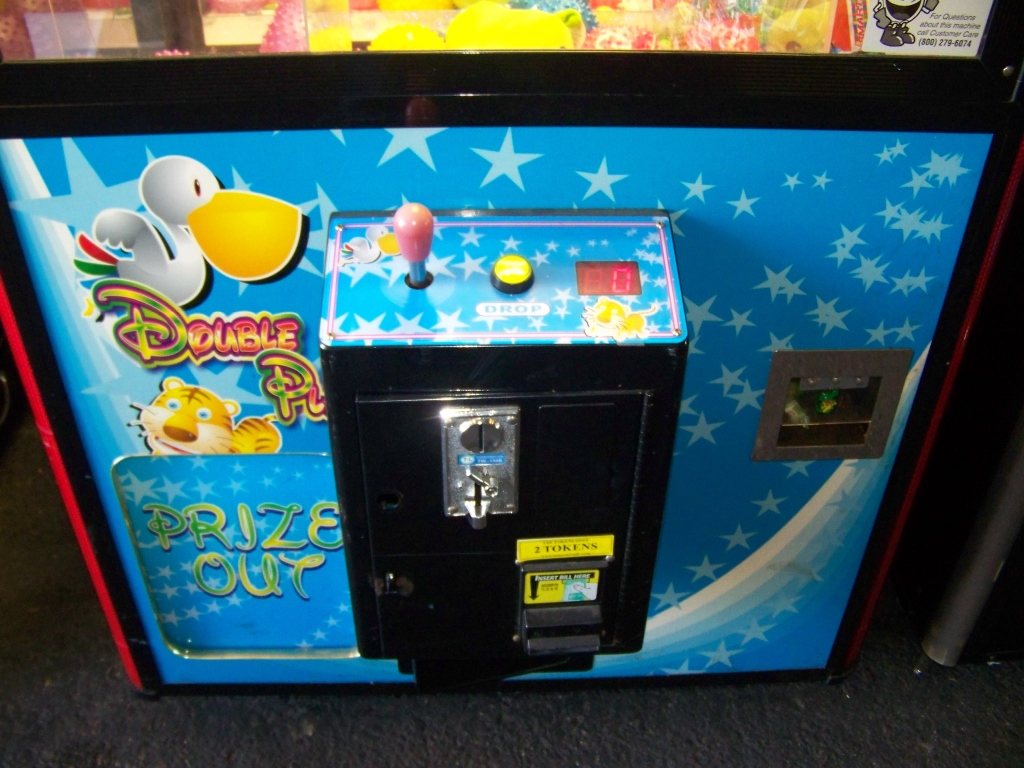 """Lot 10 - 42"""" DOUBLE PLAY DUAL CLAW WIN EVERYTIME CRANE"""