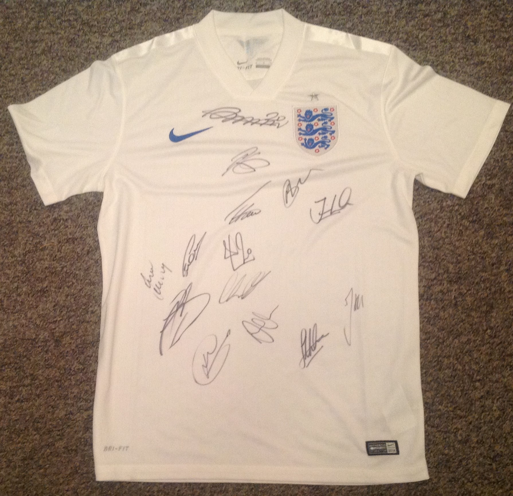Lot 30 - Football England signed shirt signed by 14 current and past internationals signatures include Ross