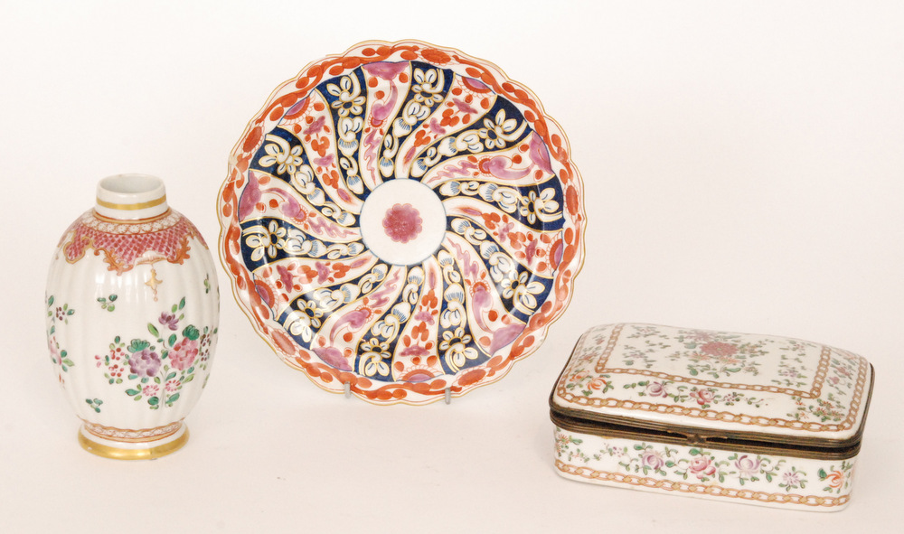 Lot 25 - Three pieces of late 19th Century Edme Samson comprising a shallow plate decorated after the
