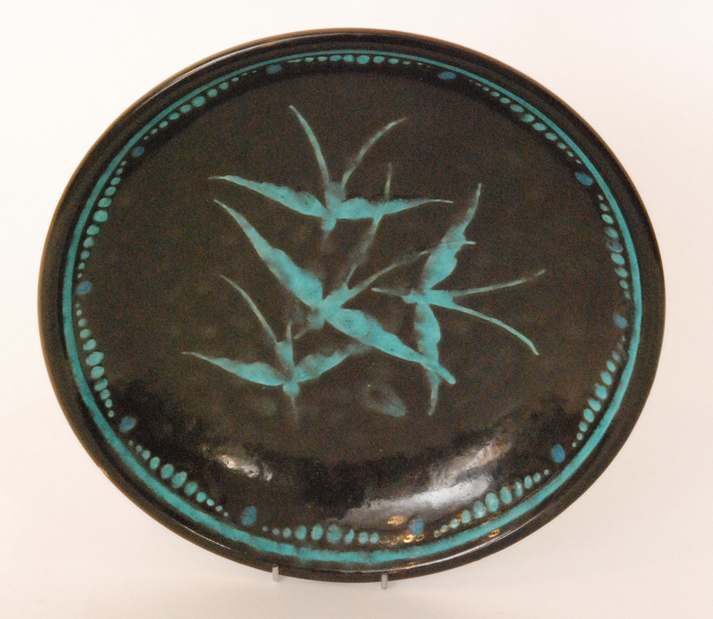 Lot 8 - A 1930s French Art Deco shallow bowl slip decorated with four swallows to the centre in blue