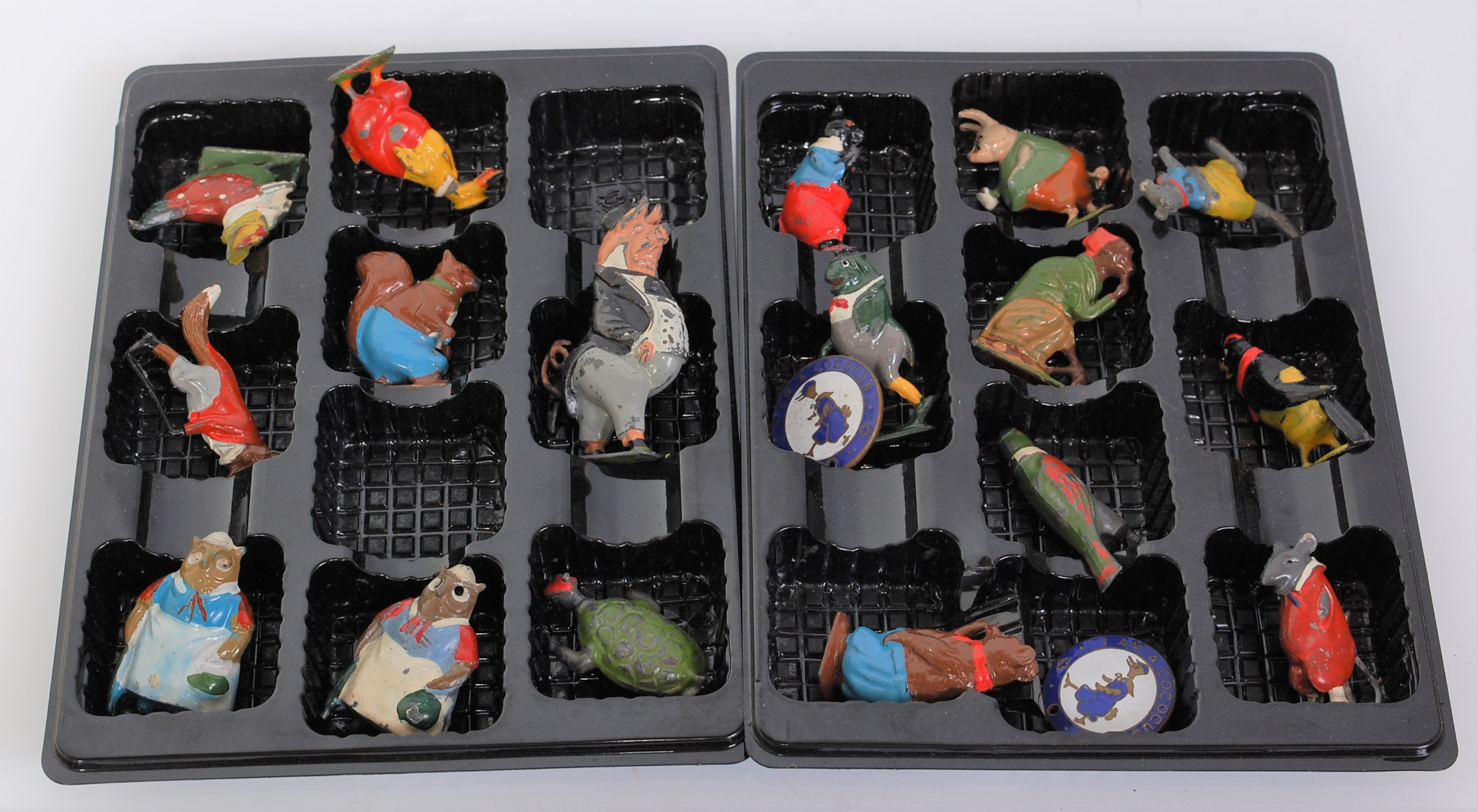 17 various loose Britains Coco Cub series lead hollow cast miniatures, all (G-NM) sold with two