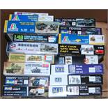 17 various boxed military release plastic modern issue kits mixed examples to include Tamiya,
