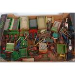 One tray containing a large quantity of various lead, hollow cast and white metal Britains and