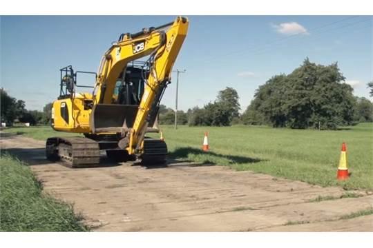 Lot 50 - 8 x 5m Hardwood Bog Mats for Excavators / Diggers etc