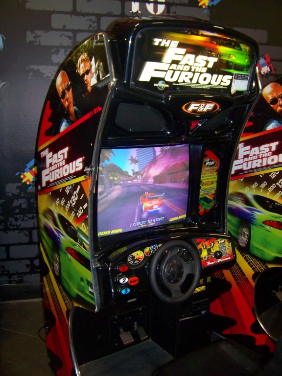 Lot 174 - FAST & FURIOUS SITDOWN RACING ARCADE GAME