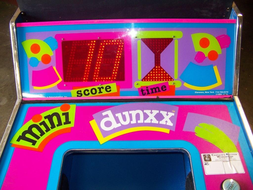 Lot 141 - MINI DUNXX BASKETBALL REDEMPTION GAME I.C.E.