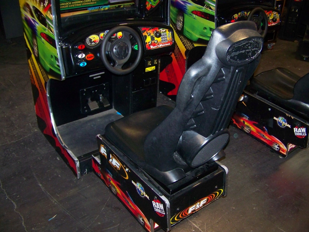 Lot 134 - FAST & FURIOUS SITDOWN DRIVER ARCADE GAME LCD