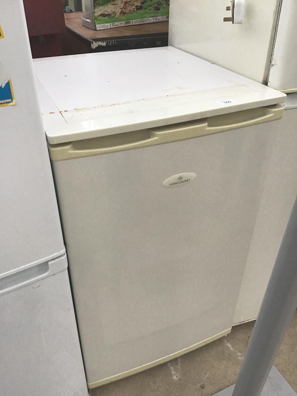 Lot 350 - A VISCOUNT UNDER COUNTER FREEZER IN CLEAN AND WORKING ORDER