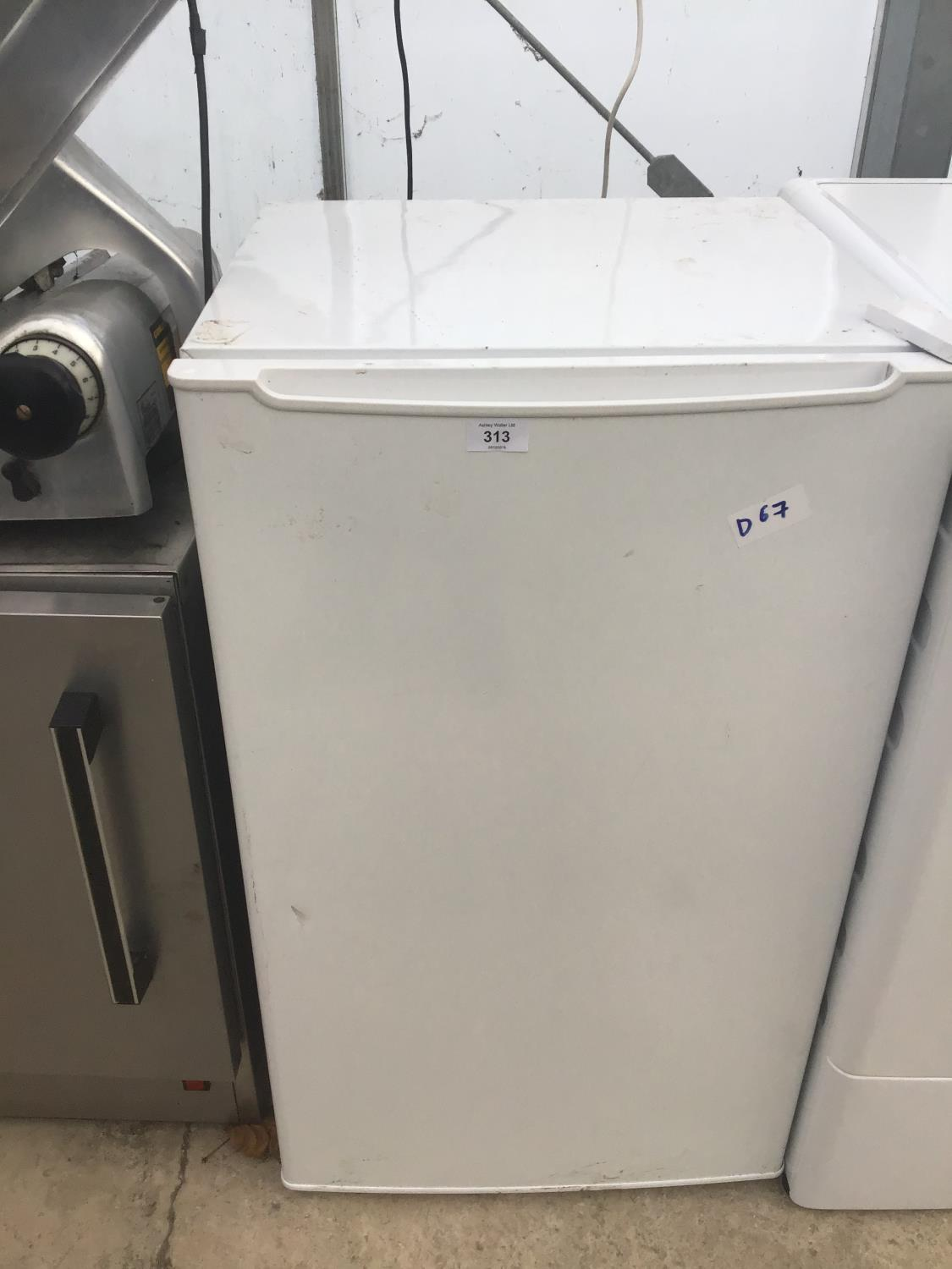 Lot 313 - AN UNDER COUNTER FRIDGE IN NEED OF LIGHT CLEAN AND IN WORKING ORDER