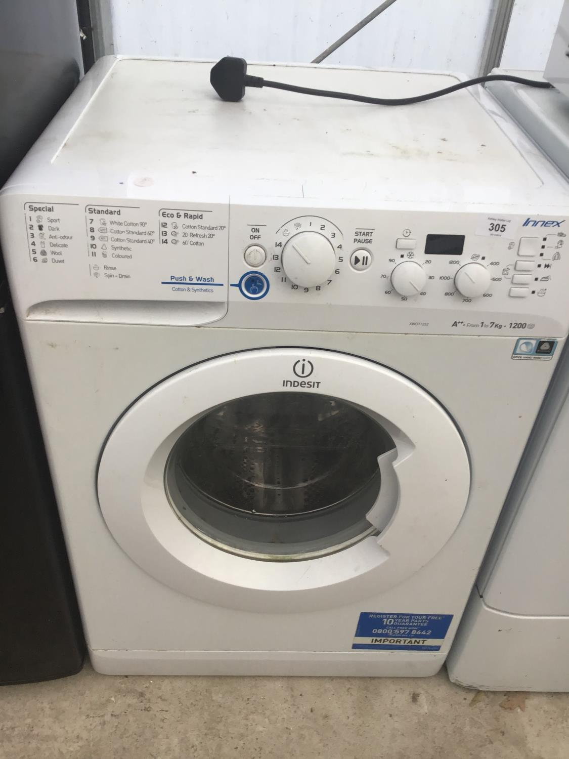 Lot 305 - AN INDESIT INNEX WASHER IN WORKING ORDER