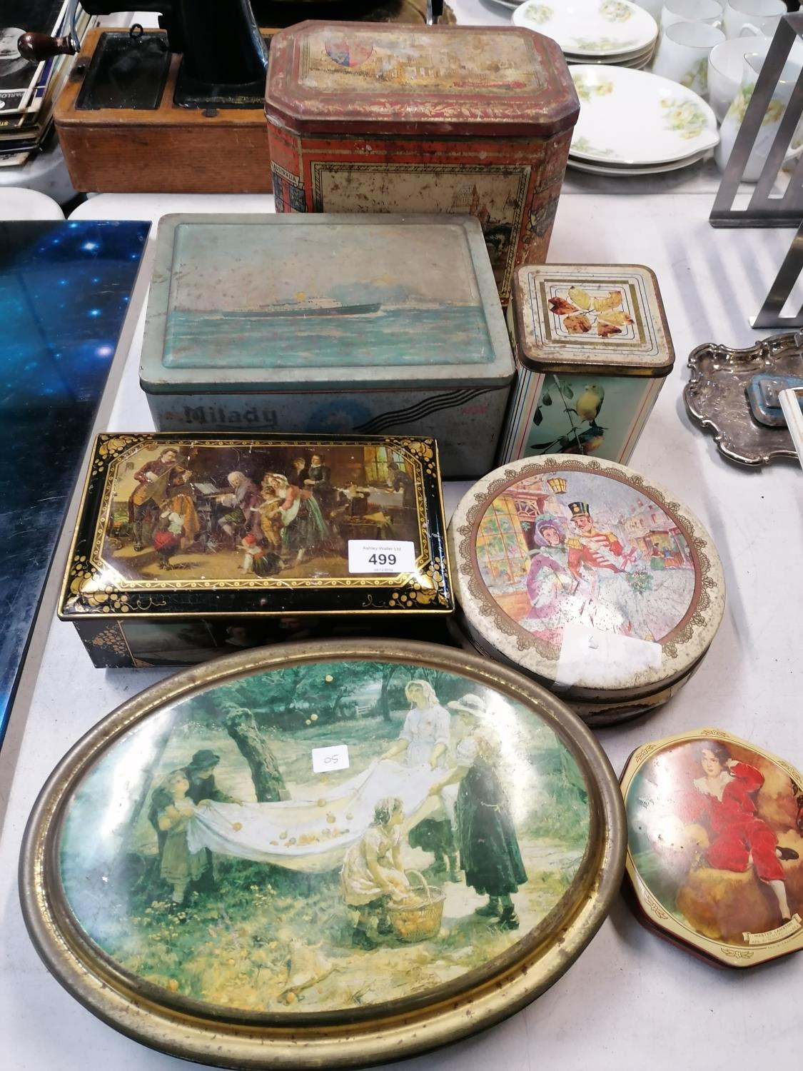 Lot 499 - A COLLECTION OF VARIOUS VINTAGE TINS