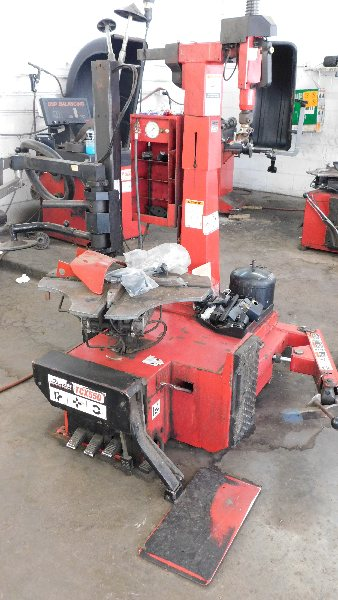 Lot 38 - Hunter Tire Changer Mdl TCX550EBPS Series, w/bead press system