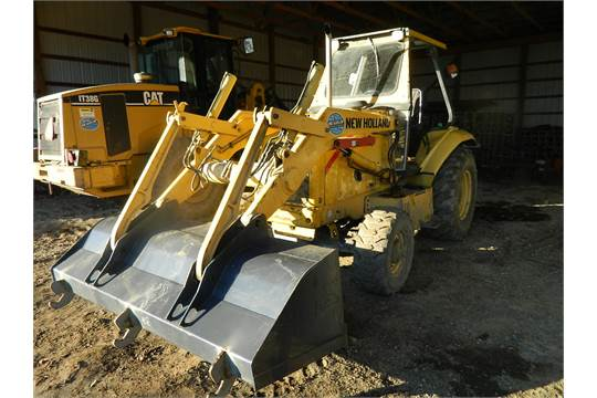 NEW HOLLAND LV80 4 X 4 TRACTOR/LOADER, 84'' LAND PRIDE BOX