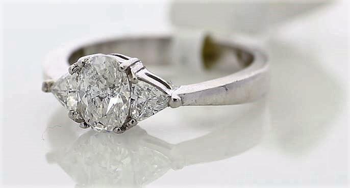 18k White Gold Three Stone Claw Set Diamond Ring 1.00 - Image 2 of 3