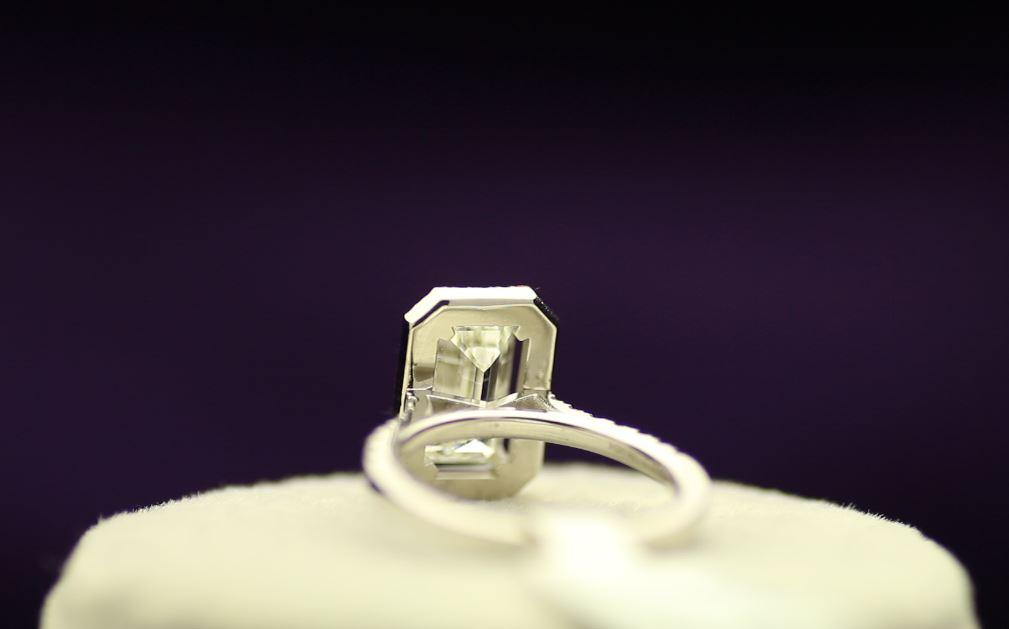 18k White Gold Single Stone With Halo Setting Ring 2.55 - Image 3 of 4