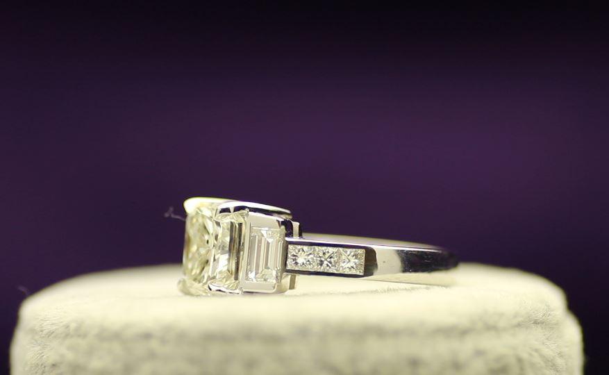 18k White Gold Single Stone Prong Set With Stone Set Shoulders Diamond Ring 5.22 - Image 2 of 4