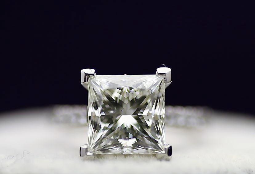 18k White Gold Single Stone Prong Set With Stone Set Shoulders Diamond Ring 5.00