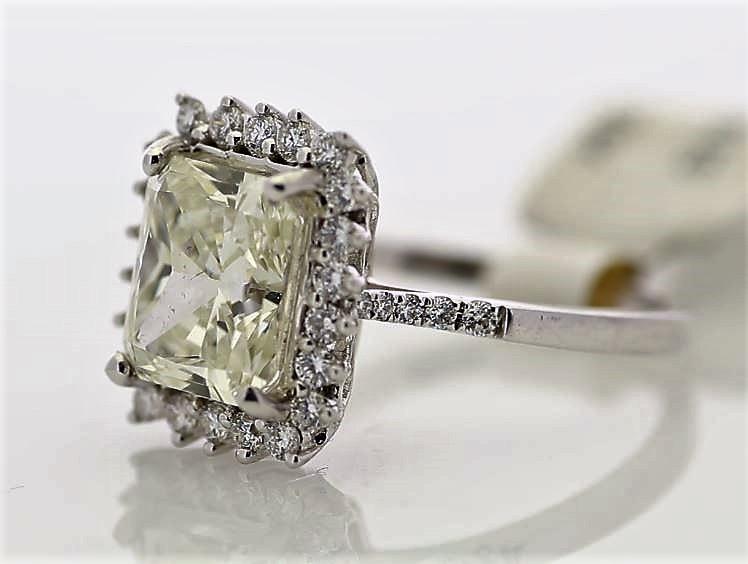 18k White Gold Single Stone With Halo Setting Ring 3.86 - Image 2 of 3