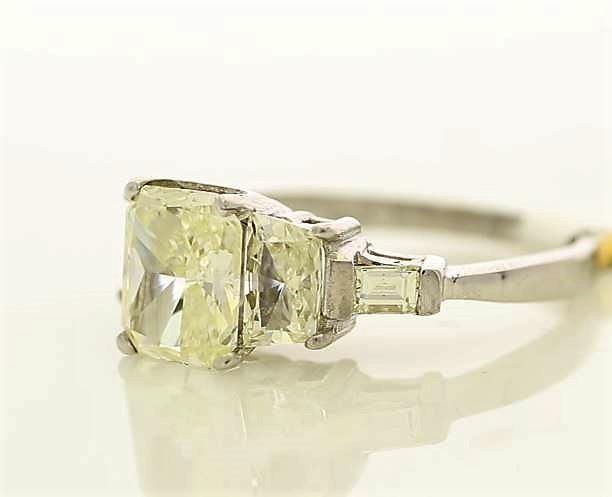 18k White Gold Three Stone Claw Set Diamond Ring 2.92 - Image 2 of 3