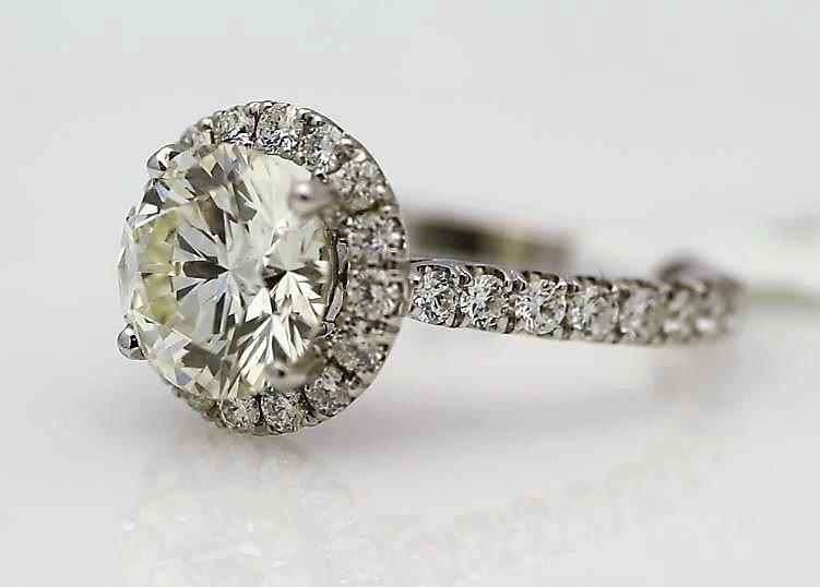 18k White Gold Single Stone With Halo Setting Ring 3.85 - Image 2 of 3