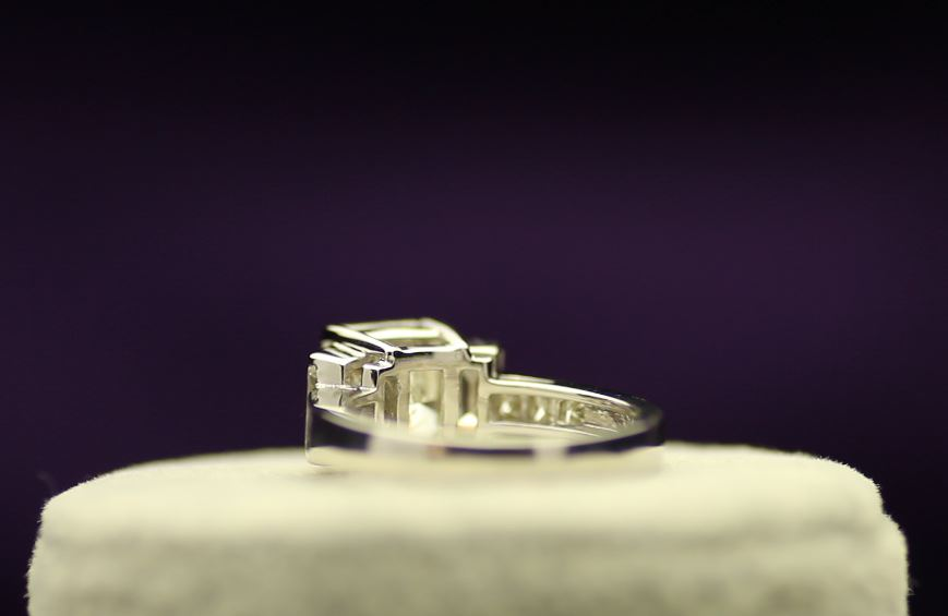 18k White Gold Single Stone Prong Set With Stone Set Shoulders Diamond Ring 5.22 - Image 3 of 4