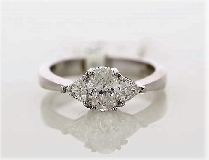 18k White Gold Three Stone Claw Set Diamond Ring 1.00